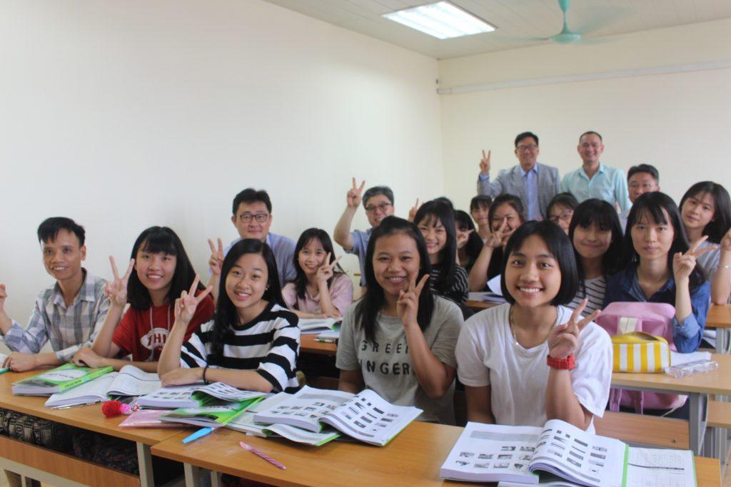 Lớp học du học Hàn Quốc tại VFC
