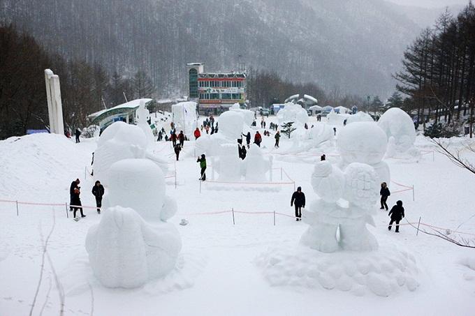 Những bức tượng tuyết tại lễ hội tuyết núi Taebaeksan